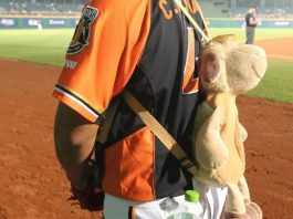 cpbl stats uni lions reliver wang ching ming with cute backpack
