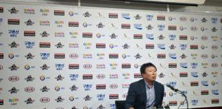 Sun Dong-Yeol announcing Korea's 25 man roster