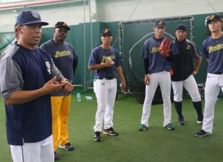 Padres coaches participate in 2017 Chinatrust Brothers Fall Camp