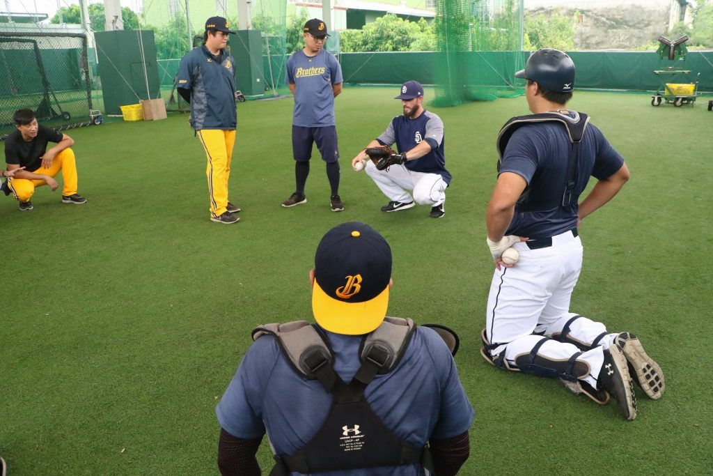 Padres coaches participate in 2017 Chinatrust Brothers fall camp.